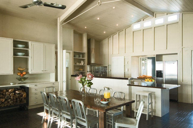 beachhouse_kitchen_highceilings